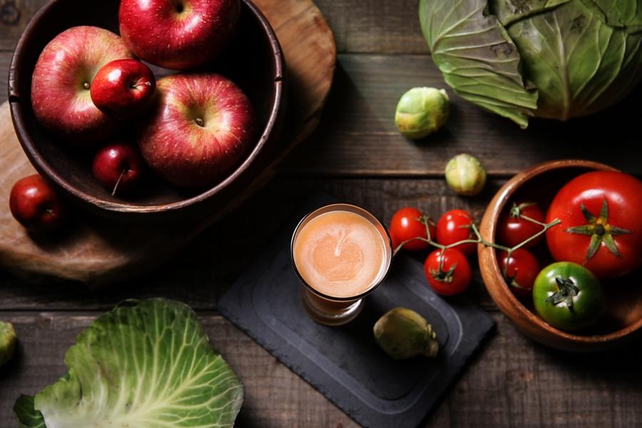 トマトとキャベツとリンゴのジュース