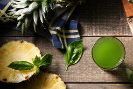 ケールとアボカドのグリーンジュース