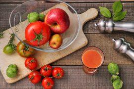 にんじん、トマト、リンゴジュース