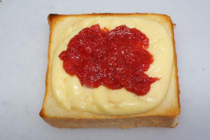 ダブル苺のカスタードトースト工程2