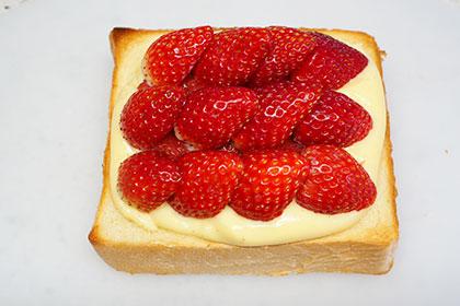 ダブル苺のカスタードトースト工程3