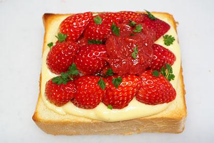 ダブル苺のカスタードトースト工程4