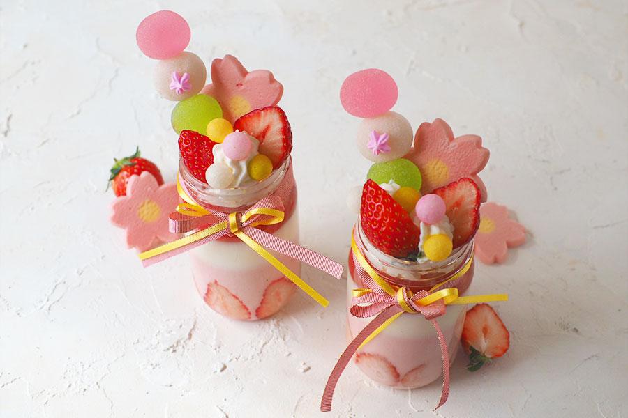 可愛い3色の苺ミルクゼリーパフェ