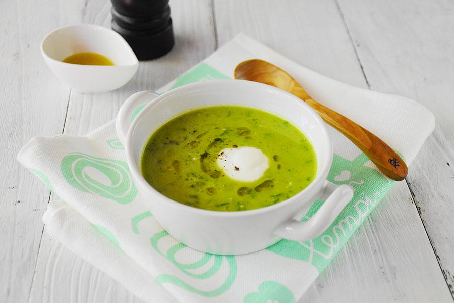 アボカドとケールのヨーグルトスープ